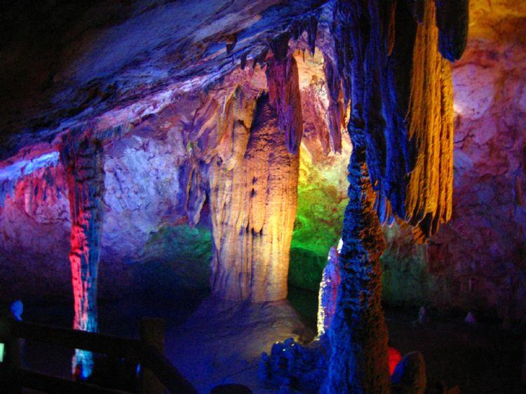 广德太极洞风景区距广德县城38公里,位于皖苏浙三省交界处的石龙山内